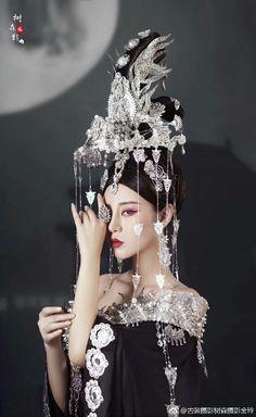 - Nữ nhân cổ trang cosplay by Kiều Mạt Yên Lộ. Chinese Style, Chinese Art, Oriental Dress, Chinese Clothing, Historical Costume, Hanfu, Cosplay, Traditional Dresses, Headdress