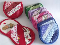Nice little pouch purse idea. Lovely other items on the sellers site too. Coin Purse Pattern, Purse Patterns, Patchwork Bags, Quilted Bag, Sewing Art, Sewing Crafts, Bag Quilt, Diy Bags Purses, Small Sewing Projects