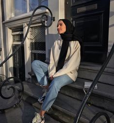 31 Ideas Fashion Photography Poses Girls Inspiration For 2019 – Hijab Fashion Modern Hijab Fashion, Street Hijab Fashion, Hijab Fashion Inspiration, Muslim Fashion, Modest Fashion, Hijab Fashion Style, Hijab Casual, Hijab Chic, Mode Ootd
