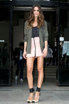 Izabel Goulart, Zuhair Murad, Shorts, Sexy Legs, Pretty Woman, Supermodels, Fashion Forward, Personal Style, Short Dresses