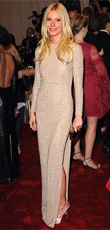 stunning gwen. adore long sleeved gowns.