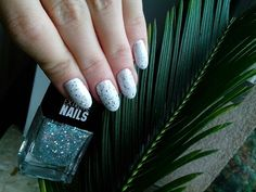 Wibo sparkly nails