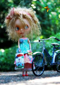 Love the hair, love the outfit and now my Blythe wants a bike