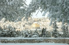 Dome of the rock, covered by snow (Jerusalem, 2013)