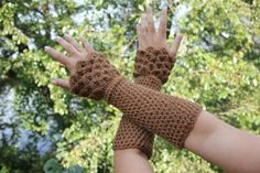 Crochet PATTERN Crocodile Stitch Wristwarmers by bonitapatterns, $5.00