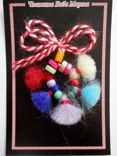 МАРТЕНИЦИ НА ЕДРО Baba Marta, Peppa Pig, Canvases, 4th Of July Wreath, Diy And Crafts, Christmas Wreaths, March, Textiles, Traditional