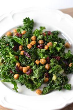 Crispy kale and chickpea salad