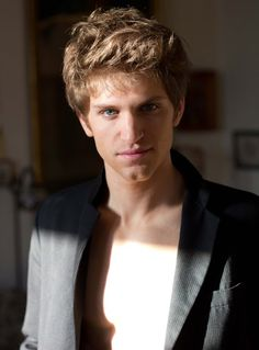 KEEGAN ALLEN / ACTOR ! HALPH SHIRTLESS