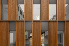 hotel facade Lyric / D.A Architectes / ph: - hotel Architecture Office, Futuristic Architecture, Architecture Design, Chinese Architecture, Building Exterior, Building Facade, Architectural Lighting Design, Wooden Facade, Facade Lighting