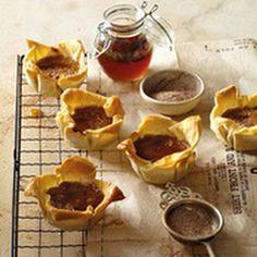 Mini Pumpkin Pies with Cinnamon and Rum syrup. Milk Recipes, Tart Recipes, Sweet Recipes, Baking Recipes, No Cook Desserts, Dessert Recipes, Cinnamon Desserts, Dessert Ideas, Bite Size Food