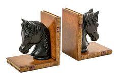 Suporte de livros Horse, de resina, 16 x 14 x 11 cm, da Cecilia Dale, R$ 798 a dupla; www.ceciliadale.com.br