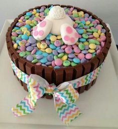 ideas for easter feast sweets easter bunny popo figurine from fondant - Kuchen - Cake-Kuchen-Gateau Holiday Desserts, Holiday Treats, Party Treats, Holiday Baking, Party Cakes, Hoppy Easter, Easter Eggs, Easter Food, Easter Bunny Cake