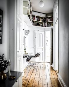 Post with 0 votes and 4064 views. Hallway incorporates book cases and uses natural tone of the pine flooring to offset the white decor in this apartment in Stockholm, Sweden. Interior Architecture, Interior And Exterior, Room Interior, Ideas Prácticas, Pine Floors, Scandinavian Home, White Decor, House Rooms, Interiores Design