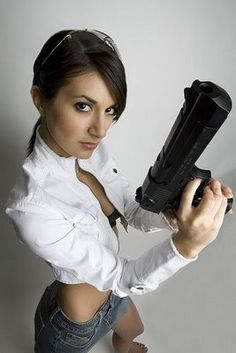 Small Bits & Pieces: Hot Girls With Guns