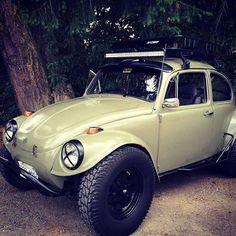 Cargo rack and light bar mounted. Looks nice! Fusca Cross, Vw Rat Rod, Vw Beach, Vw Baja Bug, Sand Rail, Vw Cars, Buggy, Vw T1, Vw Beetles