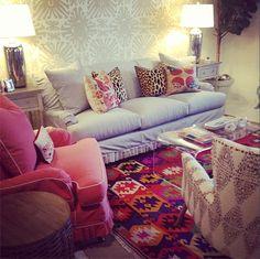 Love the mix furbish studio Living Room Inspiration, Home Decor Inspiration, Decor Ideas, Studio Living, Studio Apt, Small Studio, College House, Apartment Living, Apartment Layout