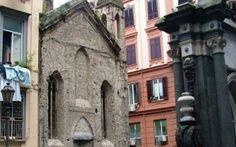 Alla scoperta delle chiese abbandonate di Napoli Andiamo alla scoperta di alcune delle chiese abbandonate di Napoli. Ripercorreremo la loro storia dalle origine sino alla causa del loro abbandono. Cercheremo di carpirne il perchè di tale oblio e in #napoli #chieseabbandonate