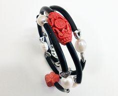 braccialetto in caucciù con perle di fiume e cinabro sintetico