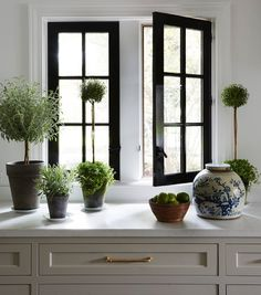 Kaling 's New York Apartment and More Friday Favorites! - Mindy Kaling's New York Apartment and More Friday Favorites!Mindy Kaling's New York Apartment and More Friday Favorites! Black Window Frames, Farmhouse Kitchen Island, Farmhouse Style, Window Styles, Window Design, White Houses, Home Fashion, Style At Home, Home Remodeling
