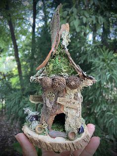 Fairy House Crafts, Fairy Garden Houses, Garden Crafts, Fairy Tree Houses, Gnome Garden, Garden Ideas, Diy Fairy Door, Fairy Doors, Garden Doors