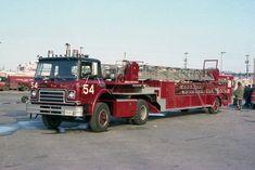 Chicago Fire Department, Fire Dept, Old Trucks, Fire Trucks, Firefighter Paramedic, 1st Responders, Fire Equipment, Fire Apparatus, Emergency Vehicles