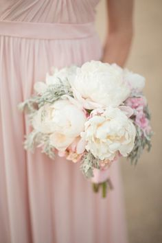 Bouquet de mariée avec des pivoines - Photo Michael and Anna Costa Photography