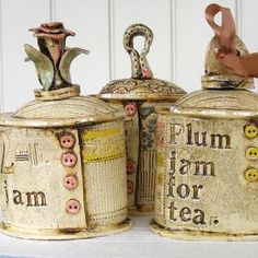 Pots et mugs plaque comme les miens Pottery Mugs, Ceramic Pottery, Pottery Art, Ceramic Boxes, Ceramic Clay, Clay Box, Altered Bottles, Pottery Studio, Paper Clay