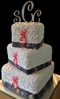 Camo and pink Browning logo wedding cake!  www.LolosCakesAndSweets.com/wedding-cakes/❤It would be great with my heart browning symbol at the top instead of on all three layers and the initials... It would be the perfect cake for Adam and me!!!
