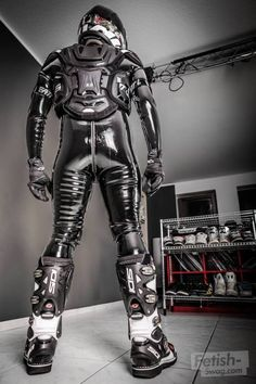 Man in Latex zz Rubber Catsuit, Neoprene Rubber, Nylons, Latex Men, Biker Gear, Motorcycle Gear, Biker Boys, Male Feet, Latex Fashion