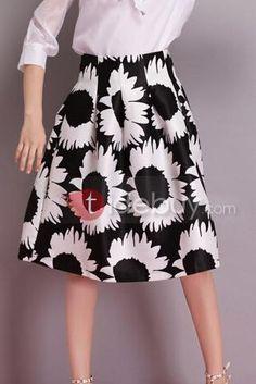 黒のプリーツフラワープリントスカート