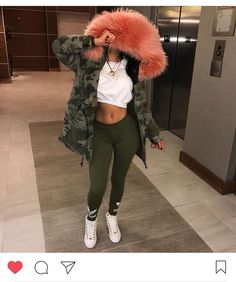 I want that jacket . Chill Outfits, Dope Outfits, Trendy Outfits, Fashion Outfits, Womens Fashion, Fashion Trends, Fall Winter Outfits, Winter Fashion, Mode Normal