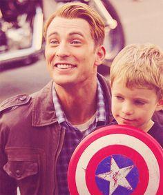 Captain America/Chris Evans. *Swooooon*