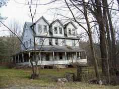 How sad when these beautiful homes get abandoned.Sinking into ruin - Wawarshing,NY.