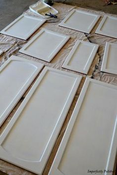 Easy steps to painting kitchen cabinets. I have wanted to do this for years, but always hoped for a total kitchen renovation. Since that's not going to happen anytime soon, I think I'll gear up and just paint the suckers. Diy Projects To Try, Home Projects, Painted Furniture, Diy Furniture, Kitchen Furniture, Kitchen Interior, Antique Furniture, Modern Furniture, Do It Yourself Baby