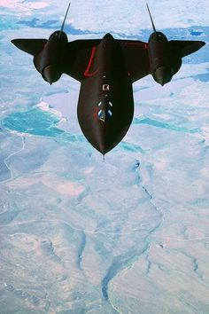 ♂ aircraft SR-71 Blackbird. This is my favorite airplane ever....then the A-10 Warthog
