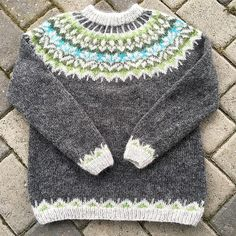 Ravelry: Project Gallery for Afmæli - anniversary sweater pattern by . Fair Isle Knitting Patterns, Sweater Knitting Patterns, Knit Patterns, Crochet Socks, Knit Crochet, Icelandic Sweaters, Fair Isles, Knitted Bags, Pulls