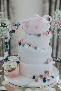 Wedding cake idea; Featured Cake: Sugar Ruffles, Feature Photographer: LottieDesigns Ltd