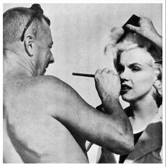 """Marilyn Monroe Tournage """"Some Like it Hot"""" : Marilyn Monroe Photos, Marylin Monroe, Famous Movies, Iconic Movies, Hollywood Icons, Hollywood Celebrities, Hollywood Makeup, Actor Studio, Some Like It Hot"""