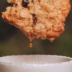 Paso 3 y último del #breading: Deja que tu #galleta preparada con el NUEVO Mix de Cereales #CUMEY escurra un poco y ¡llévala a tu boca!  Puro sabor de la naturaleza, para ¡gente real!. . #tasty #cereal #desayuno #happy #avena #recetas #muffin . Un producto con el sello @pronalce Muffin, Cookies, Desserts, Food, Grains, Naturaleza, Crack Crackers, Tailgate Desserts, Essen