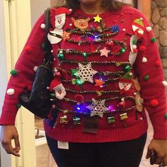 Ugly Christmas Sweaters - Ugly Christmas Sweater - The DIY Queen Who Used Real, Flashing Christmas Lights Homemade Ugly Christmas Sweater, Diy Ugly Christmas Sweater, Ugly Sweater Party, Christmas Knitting, Xmas Sweaters, Tacky Sweater, Ugly Sweaters Diy, Christmas Jumpers, Ugly Sweater Contest