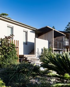 Redhead Residence by Bourne Blue Architecture: YOU SHOULD ALSO SEE: The best residential interior designs of 2014 Point King Residence by Hassell Residential Interior Design, Residential Architecture, Interior Architecture, Australian Architecture, Louvre Windows, 1970s House, Timber Cladding, Exterior Cladding, Sustainable Architecture