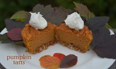 These gluten free pumpkin tarts combine the spicy ness of pumpkin pie with the flavours of coconut and ginger cookies! Gluten Free Menu, Gluten Free Sweets, Gluten Free Cakes, Gluten Free Baking, Gluten Free Recipes, Gluten Free Thanksgiving, Gluten Free Pumpkin, Cupcake Recipes, Cupcake Cakes