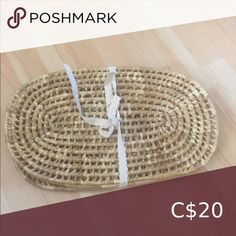 Set of 4 Rattan placemats Set of 4 Rattan placemats for your boho home Dining Table Linens Jute Fabric, Tablecloth Fabric, Vintage Tablecloths, Linen Napkins, Cloth Napkins, Napkins Set, Leather Tooling, Leather Clutch, Zara Home Linen