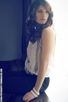 Missy Peregrym. My favorite actress. Love her in rookie blue and i love her hair/makeup in this picture!