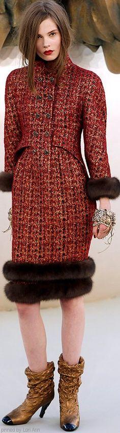 Chanel HC AW 2010-11 #ChanelCouture #ChanelLion #AutumnWinter2010 Visit espritdegabrielle.com | L'héritage de Coco Chanel #espritdegabrielle