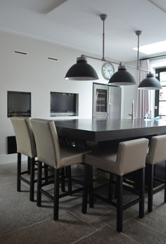 Violier at Home – Woonhuis in ton sur ton, St Raphael Barchairs normal and small Interiors DMF