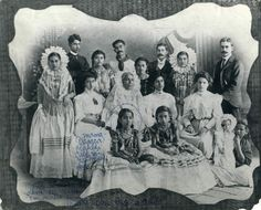 Frida's mother with her family.
