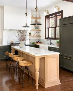 Long Kitchen, Kitchen Dining, Kitchen Decor, Kitchen Ideas, Decorating Kitchen, Kitchen Island, Kitchen Trends, Kitchen Sink, Interior Decorating