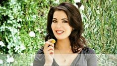 Nigella Lawson Loves Pork Adobo, Sisig, and Sinigang Cooking Show Hosts, Nigella Lawson, Sisig, Sinigang, Pinoy Food, New Trends, Pork, Filipino, English