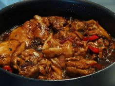Surinaams: Surinaams-Javaanse kip in ketjap met vijfkruidenpoeder en gember Spicy Recipes, Dutch Recipes, Indian Food Recipes, Asian Recipes, Chicken Recipes, Healthy Recipes, Healthy Slow Cooker, Exotic Food, Caribbean Recipes